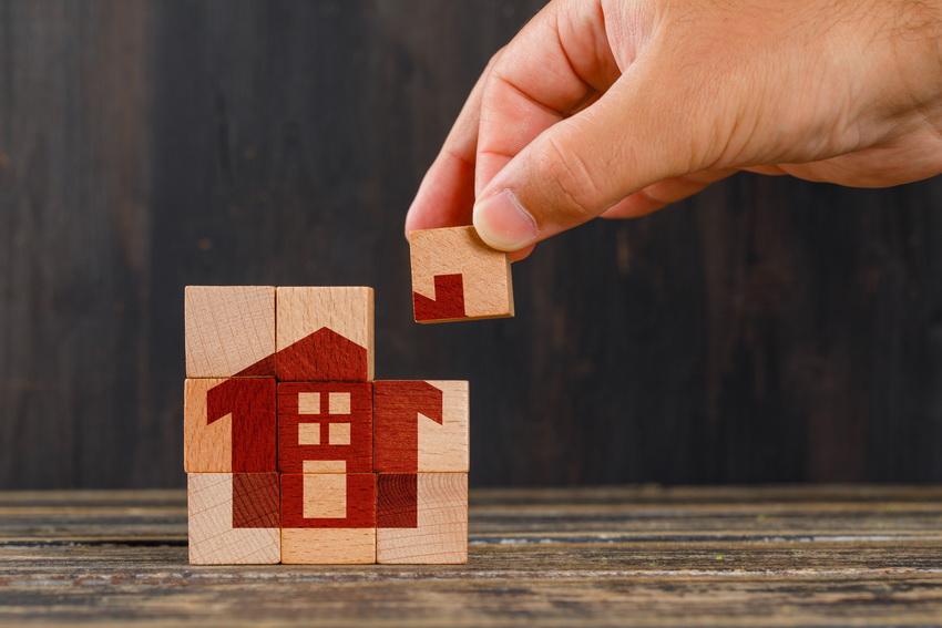 Cât costă o casă la roșu?