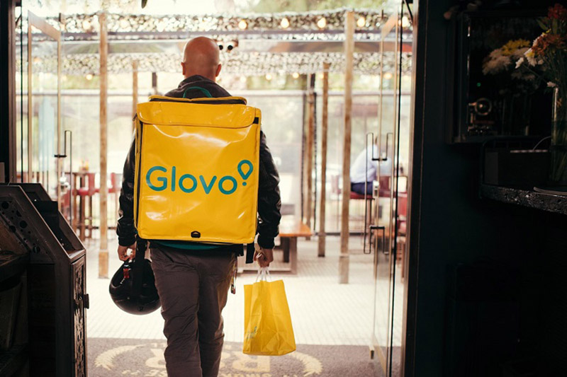 Cât câştigă un curier Glovo?